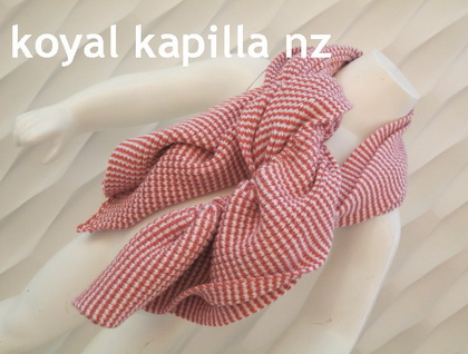 "SALE ""pretty pink & white"" frilled knitted Scarve for kids by Koyal Kapilla NZ"