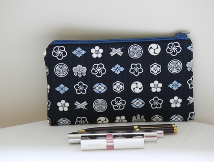 Japanese mon (emblem) medium size pencil case / make-up pouch / toiletry pouch / clutch