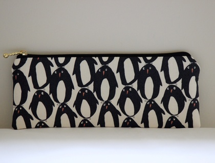 Adorable penguins pencil case / glasses case