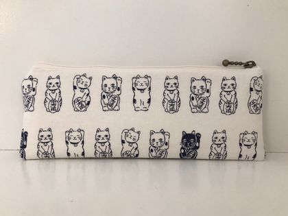 Japanese maneki-neko pencil case / glasses case