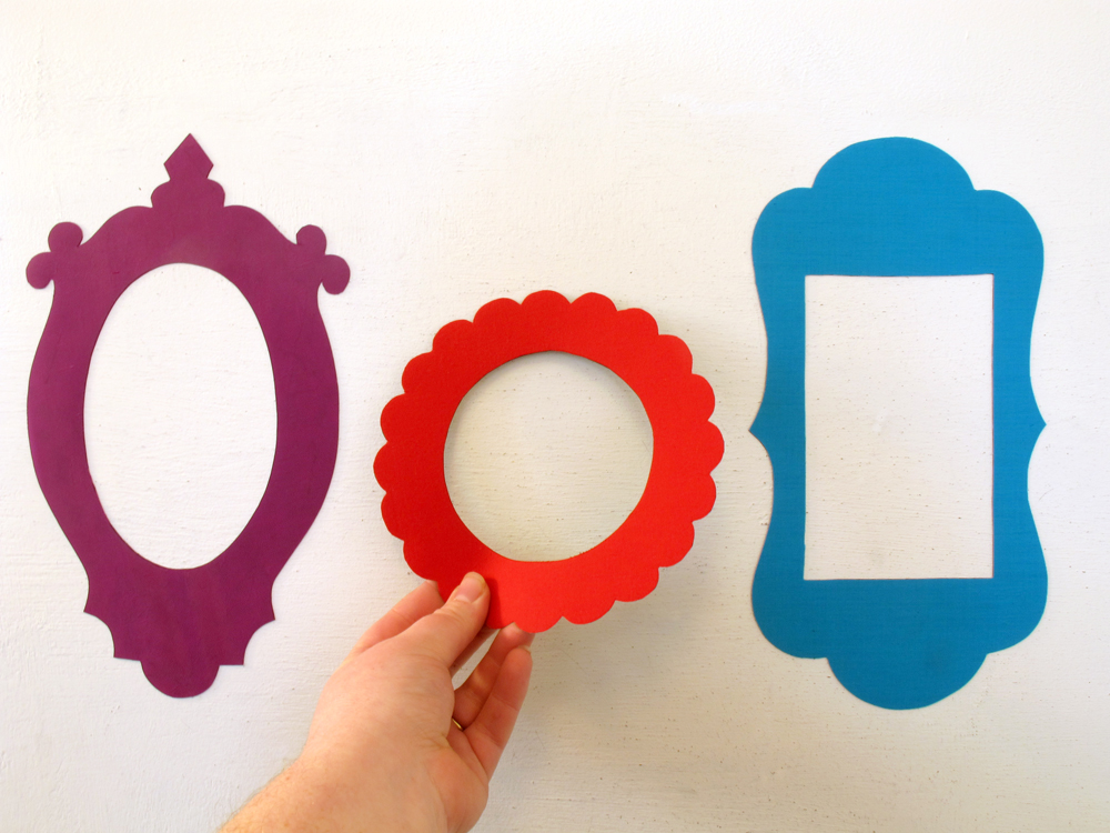 3 magnetic frames vintage inspired shapes in colours that pop