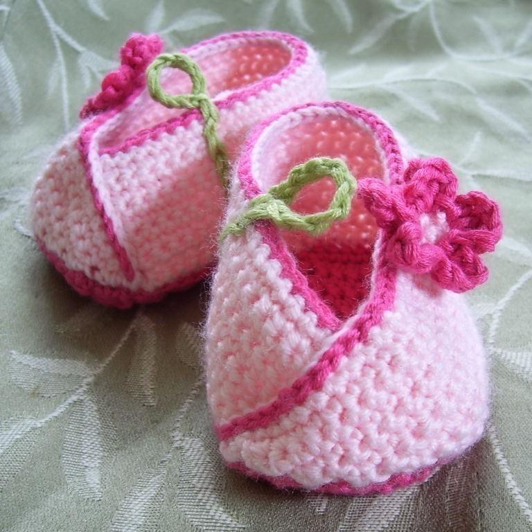 Crochet Newborn Baby Patterns Free : Kimono Flower Crocheted Baby Shoes - Pattern PDF Felt