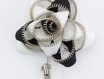 Black & White Twirl ZippityDooDah