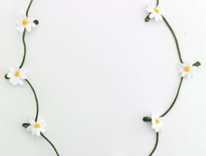 Immortal daisy chain necklace
