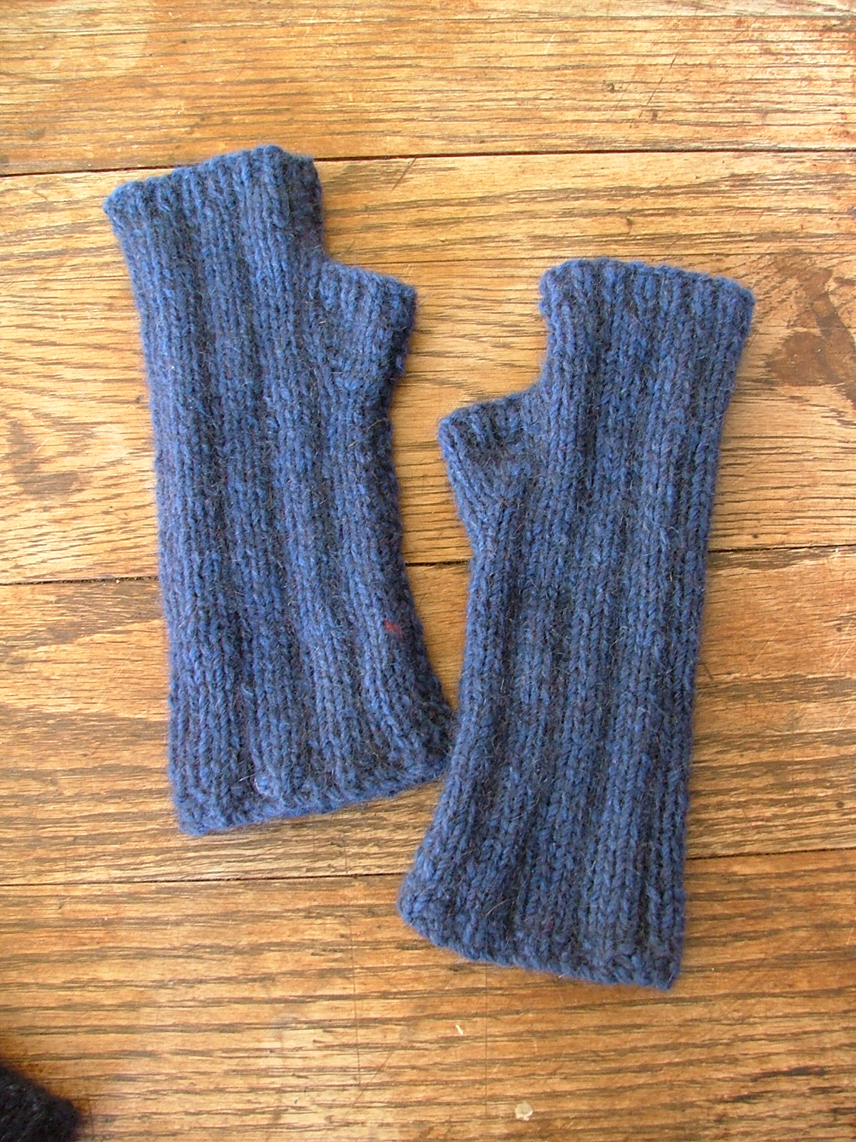 Fingerless Gloves Knitting Pattern Nz : Possum/merino fingerless mittens Felt