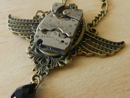 Exquisite Steampunk Winged Clock Piece Necklace