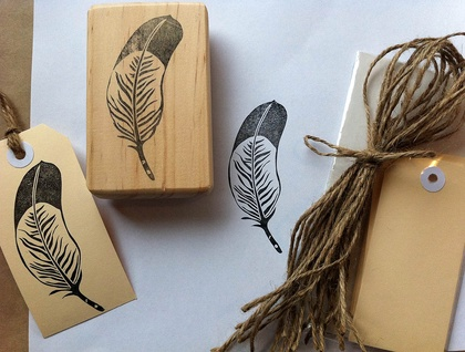 Make your own gift tags - Hand carved feather stamp with 12 tags