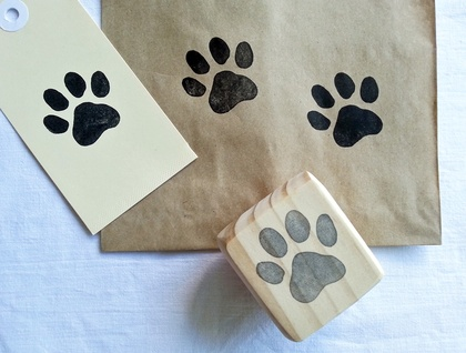 Hand carved stamp - Cat Paw Print