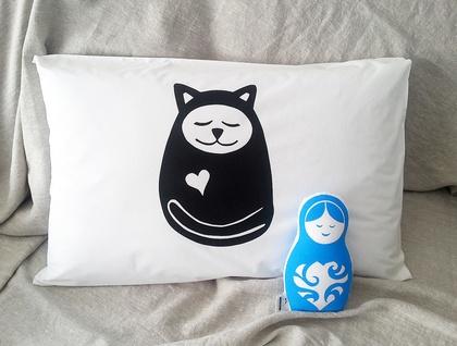 "Handprinted 300 Thread Count Pillowcase - Large ""Sleepy Cat"""