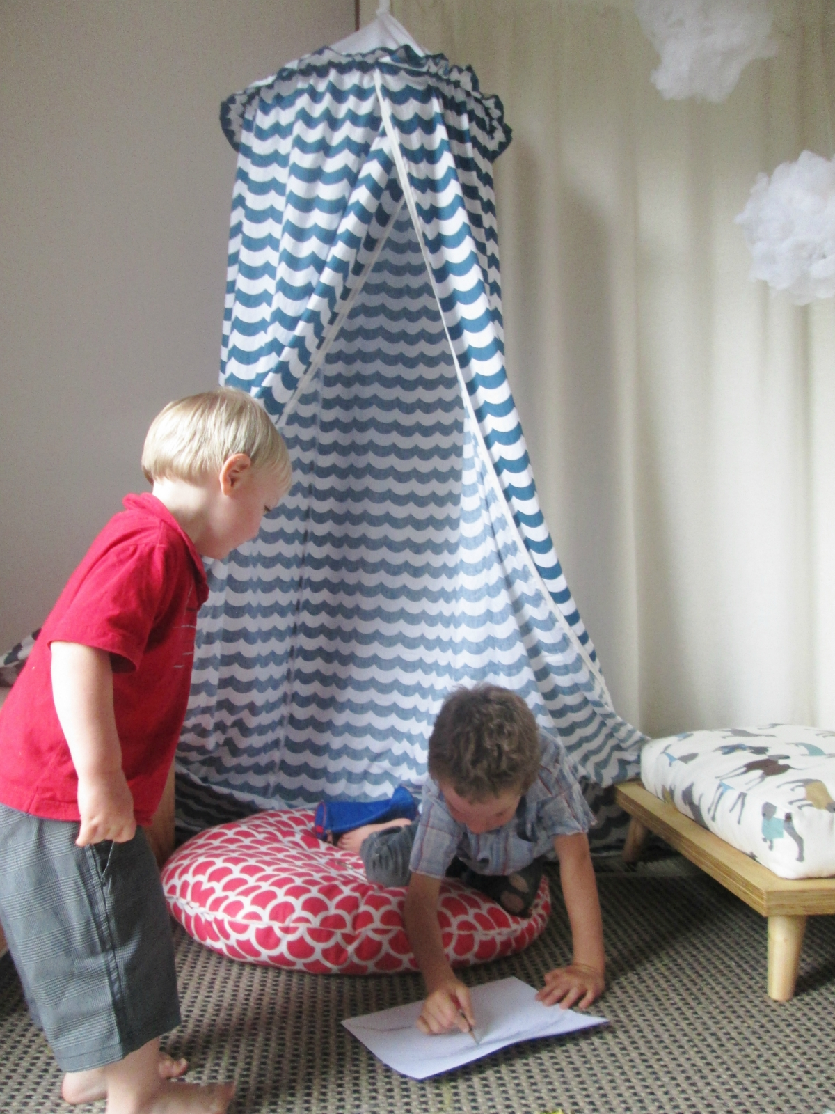 Kids hanging play tent or bed canopy | Felt