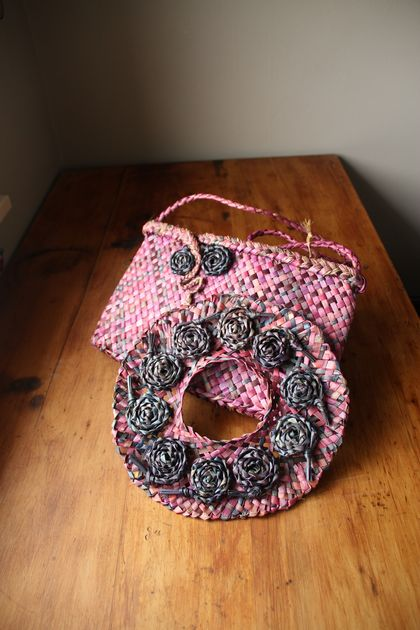 pink kete and fascinator
