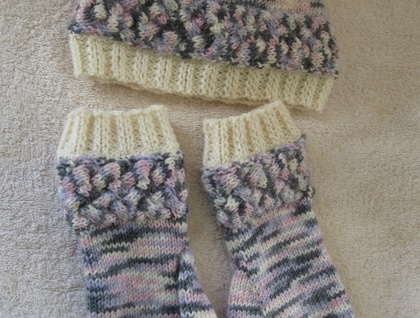 Fingerless or texting gloves with matching beanie