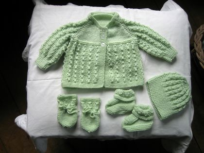 Baby set in 4 ply for size 0-6 months.