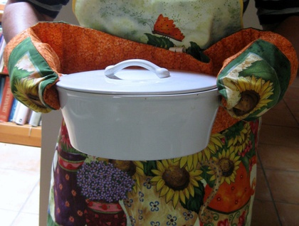 Floral apron with matching dual oven mitt