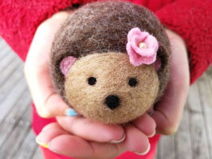 Felted wool pincushion - hedgehog