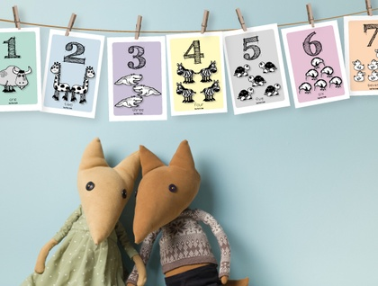 Number Zoo Flash Card Hanging Pack with string & pegs