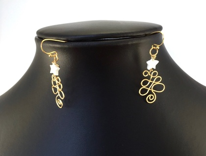 Gold Wire Christmas Tree Earrings with Mother of Pearl Star