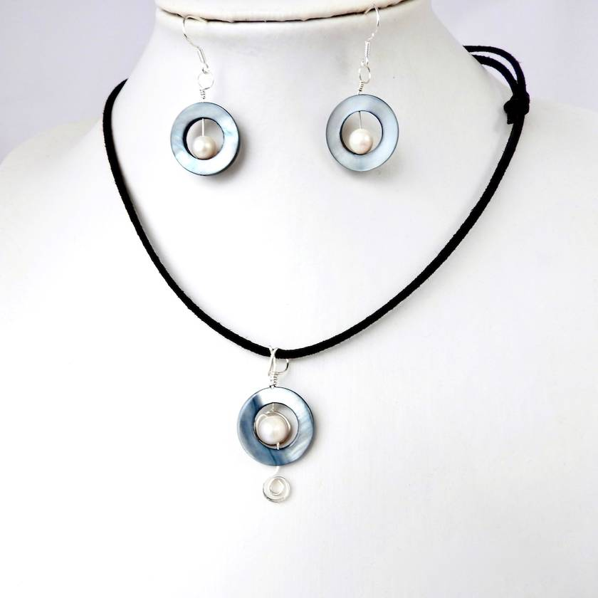 Beach Necklace Paua Shell Circle With Ivory Freshwater