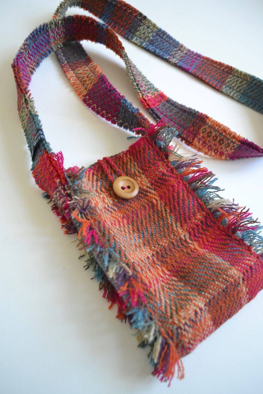 Hand-woven bag with button