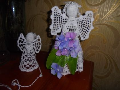 Wee flowergirl crotchet angel - silver trim with wee roses *10cm*