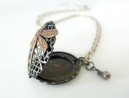 Locket - Dark filigree Silver with a dragonfly, swarovski and pearl - Perfume Locket