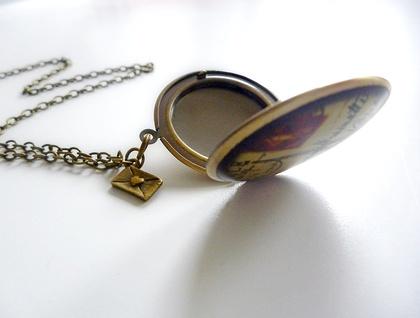Romantic Paris ... Gorgeous brass locket with divine detailed image