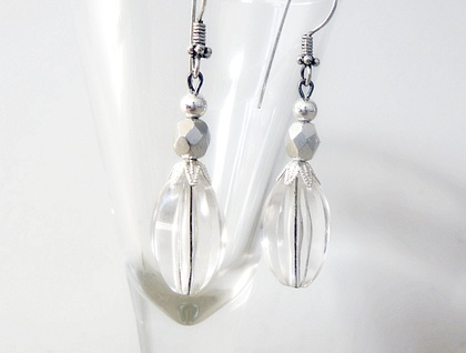 Vintage Style Earrings in Clear and metalic Silver - Vintage Chic Dangles