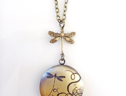 Dragonfly Garden ... Gorgeous antiqued  brass locket with divine detailed image