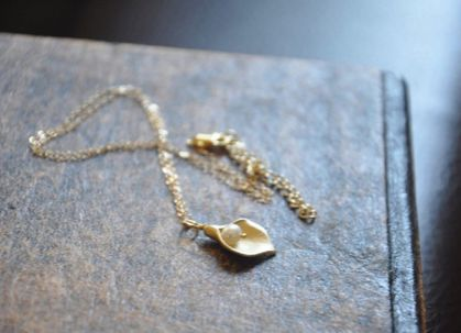 GOLD CALLA LILY NECKLACE