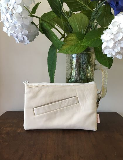 Cream leather clutch with wrist strap (sml)