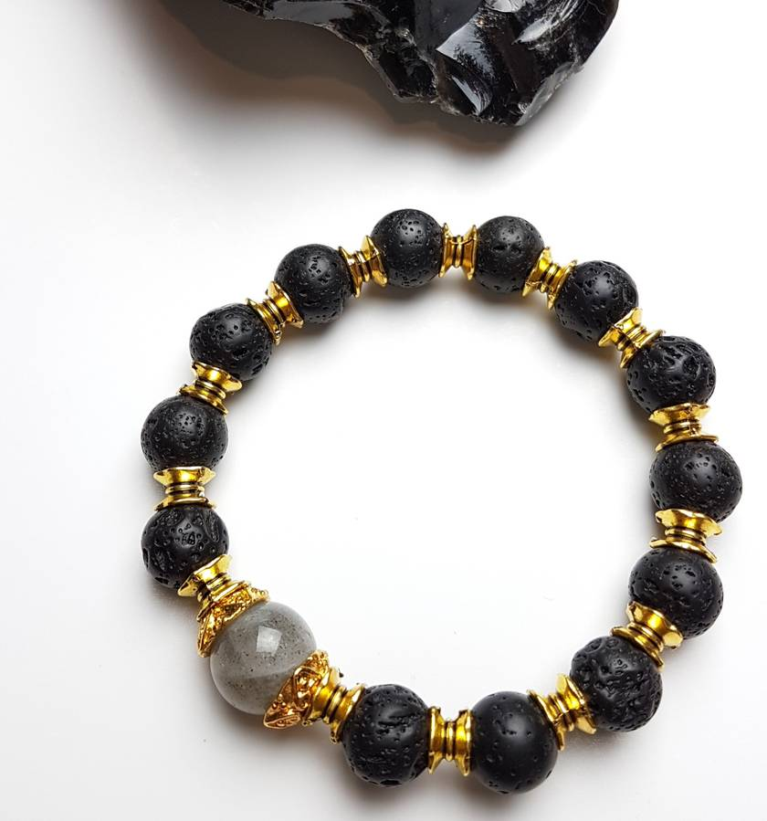 Nefertiti - Magick, strength and courage. Lava stone (basalt) and labradorite bracelet and essential oil diffuser.