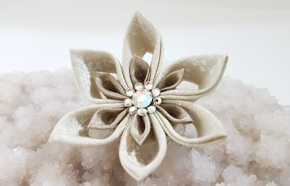 Tsumami flower brooch - Fawn flower with swarovski crystals