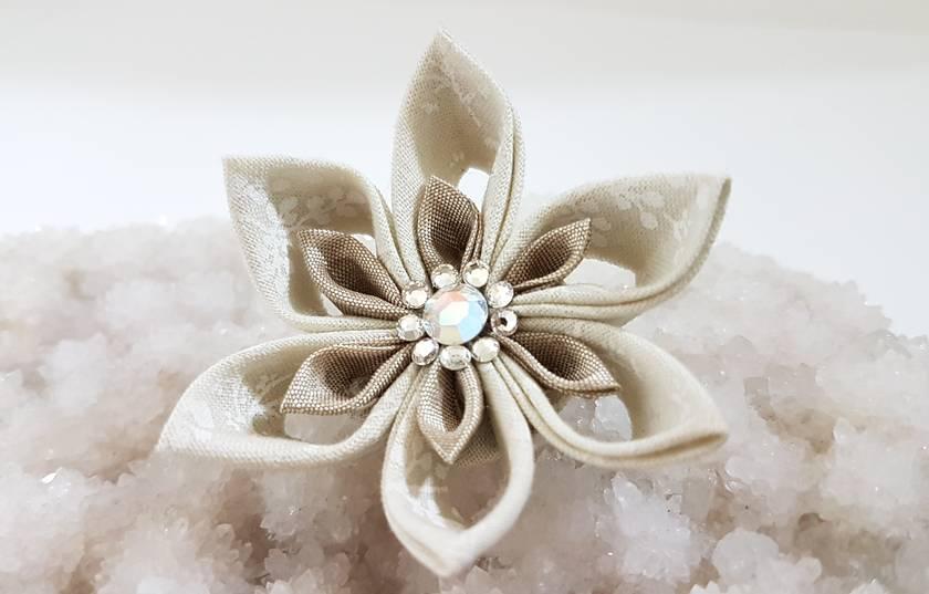 Tsumami flower brooch - Fawn flower with swarovski crystals