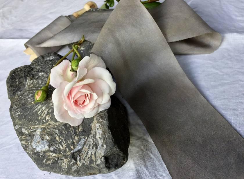Plant-dyed silk ribbon 3m - Smoke