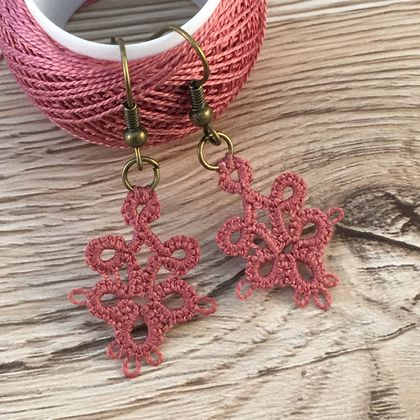 Tatted Lace Earrings – 6 Leaf Clover [multiple colour options]