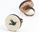 Black bird round ring