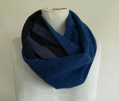 Wool infinity scarf in blues