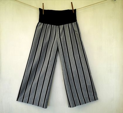 wide leg pants - large