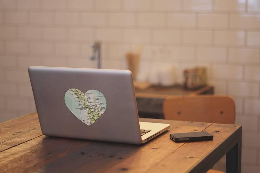 Restickable Laptop Heart Map