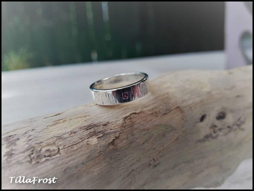"""925S Sterling silver """"Birchwood"""" ring with Rhodolite garnet"""