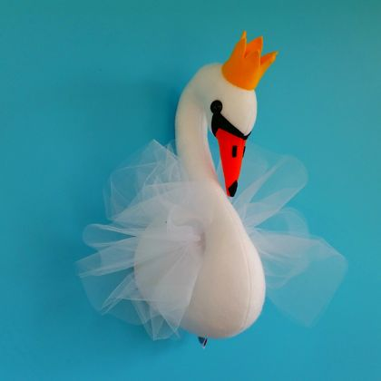 Swan head sewing pattern. Faux taxidermy felt bird. Princess swan with crown. Girls room nursery decor. Trophy head. Wall bust. PDF
