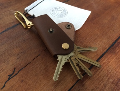 leather key organiser with solid brass belt hook