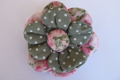 Shabby-chic flower brooch