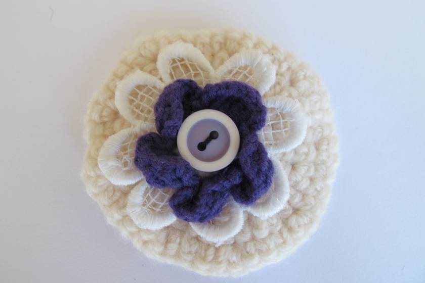 Shabby-chic crochet flower brooch