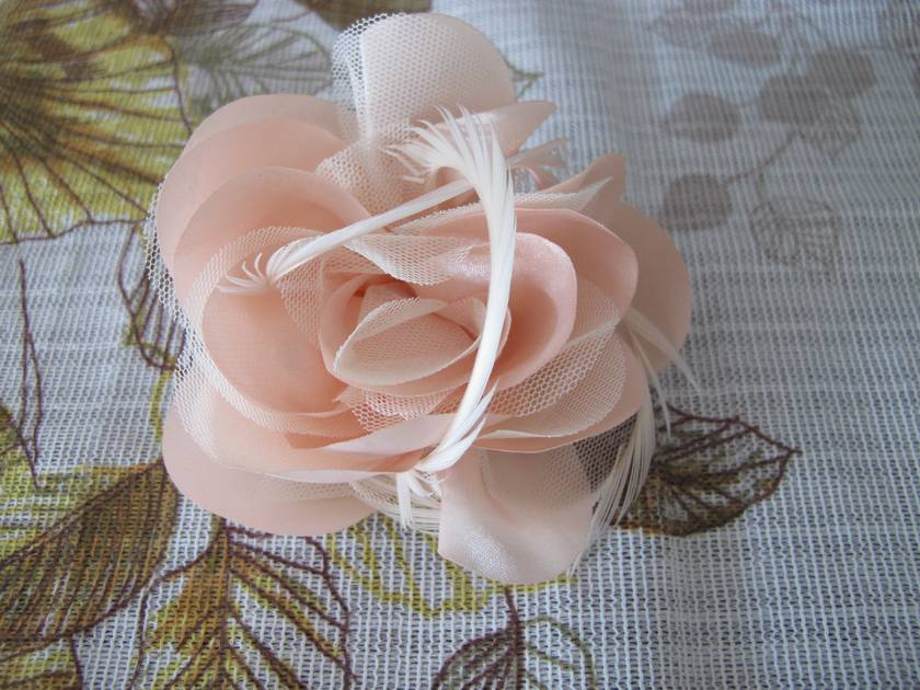 Vintage wedding inspired brooch or hair piece.