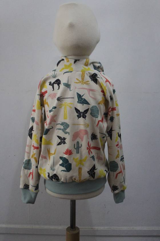 ORGANIC hoodie with geometric animals 5/6 years