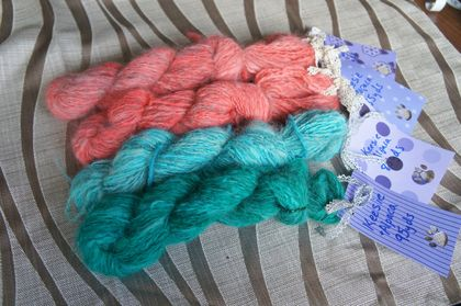 Keeshond dog + Alpaca yarn (80-99 yards)