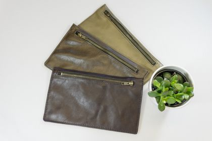 Frances pouch, leather