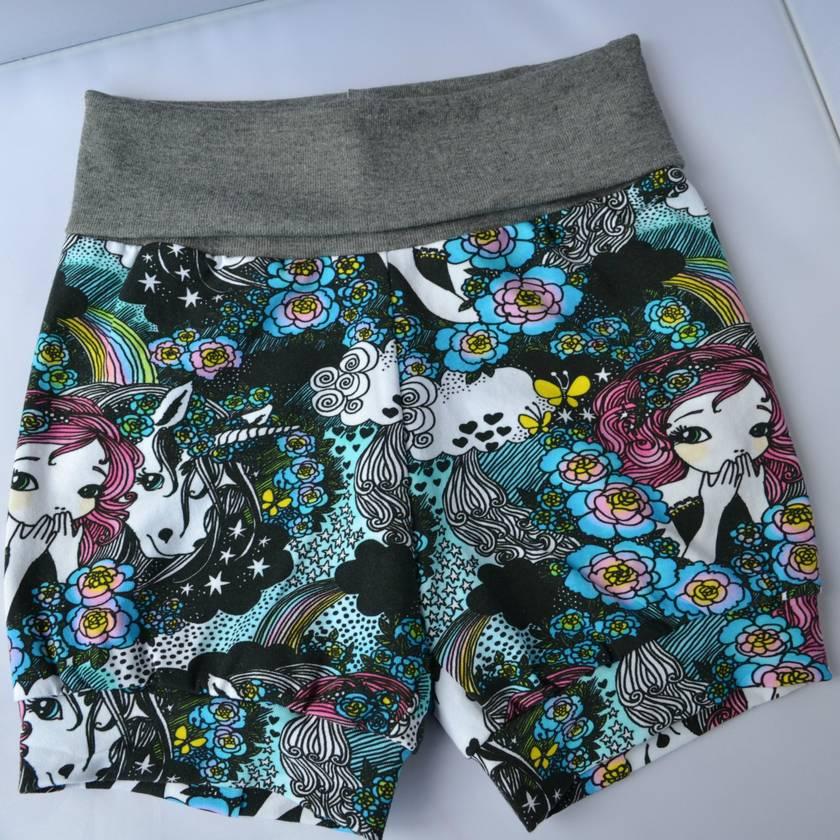 Cuff shorts Black unicorn print size 5/6