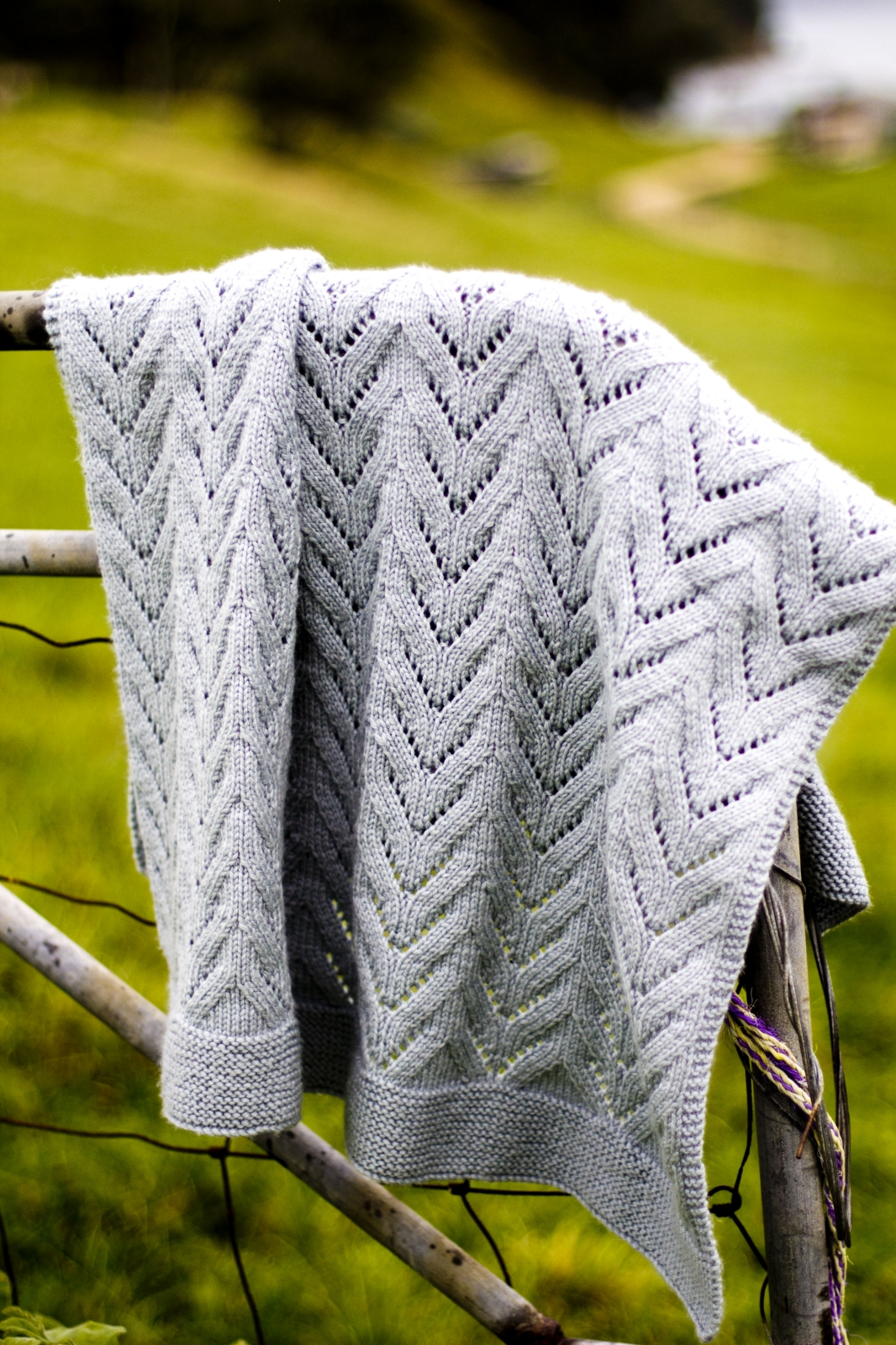 Knitted Blanket Patterns Nz : Twisty Lace Baby Blanket Pattern - Baby Cakes by Little Cupcakes - lisaFdesig...